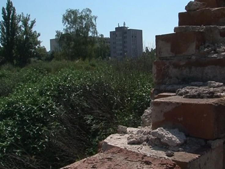Zanedbaný pozemek po Jaselských kasárnách