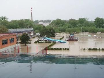 Povodněmi poničené koupaliště ve Valašském Meziříčí