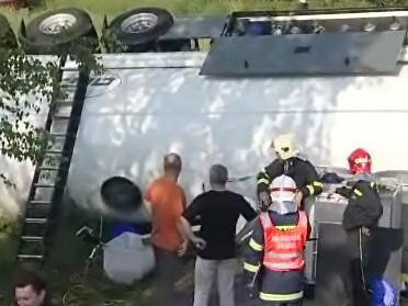 Převrácená cisterna s naftou
