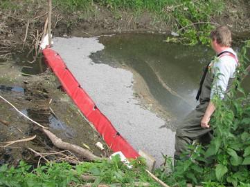 Nafta z havarovaného kamionu unikla do Kučerovského potoka