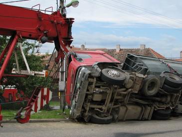 Havarovaný kamion v Kučerově
