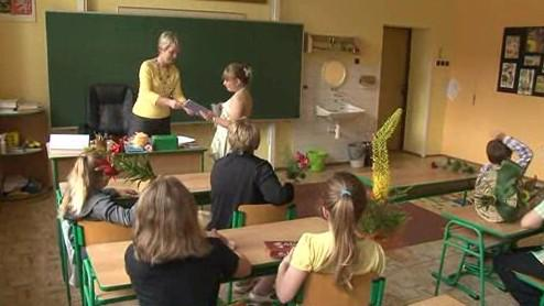 Děti si přišly pro vysvědčení