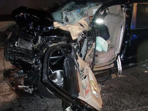 Osobní auto po nehodě s kamionem