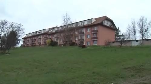 Starostka rezignovala údajně kvůli sporům o nájemné v jednom z bytů v tomto domě