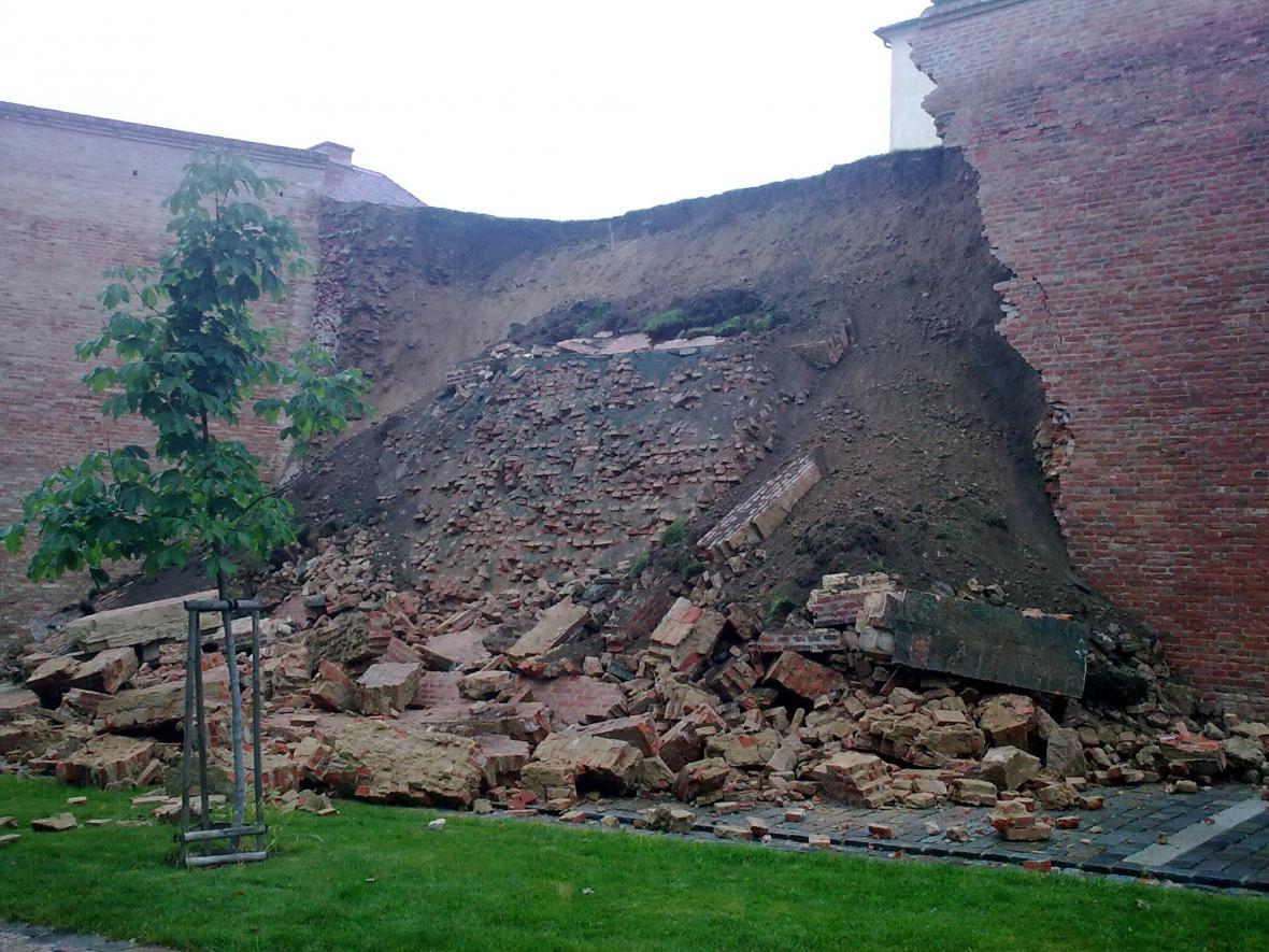 Na Špilberku spadla část hradeb