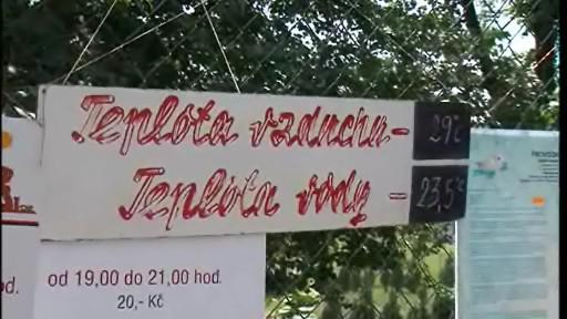 Informační tabule na koupališti ve Slavkově u Brna