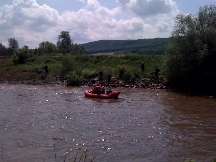 Vodní záchranáři pátrají u Uherčic na Břeclavsku po chlapci, který spadl do jezu
