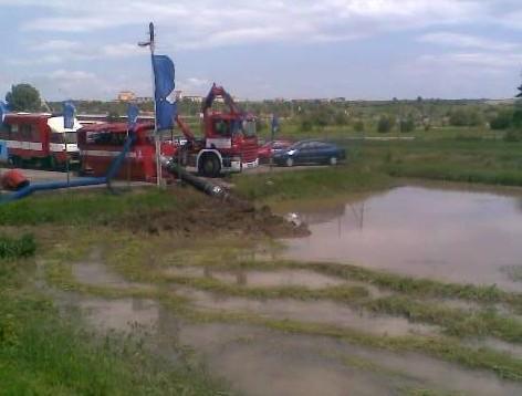 V Kunovicích odklízí následky povodní