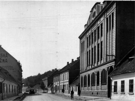 Historická fotografie Katolického domu v Bučovicích