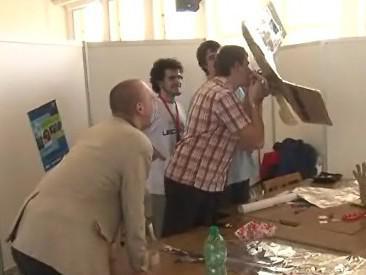 studenti při přípravě na soutěž