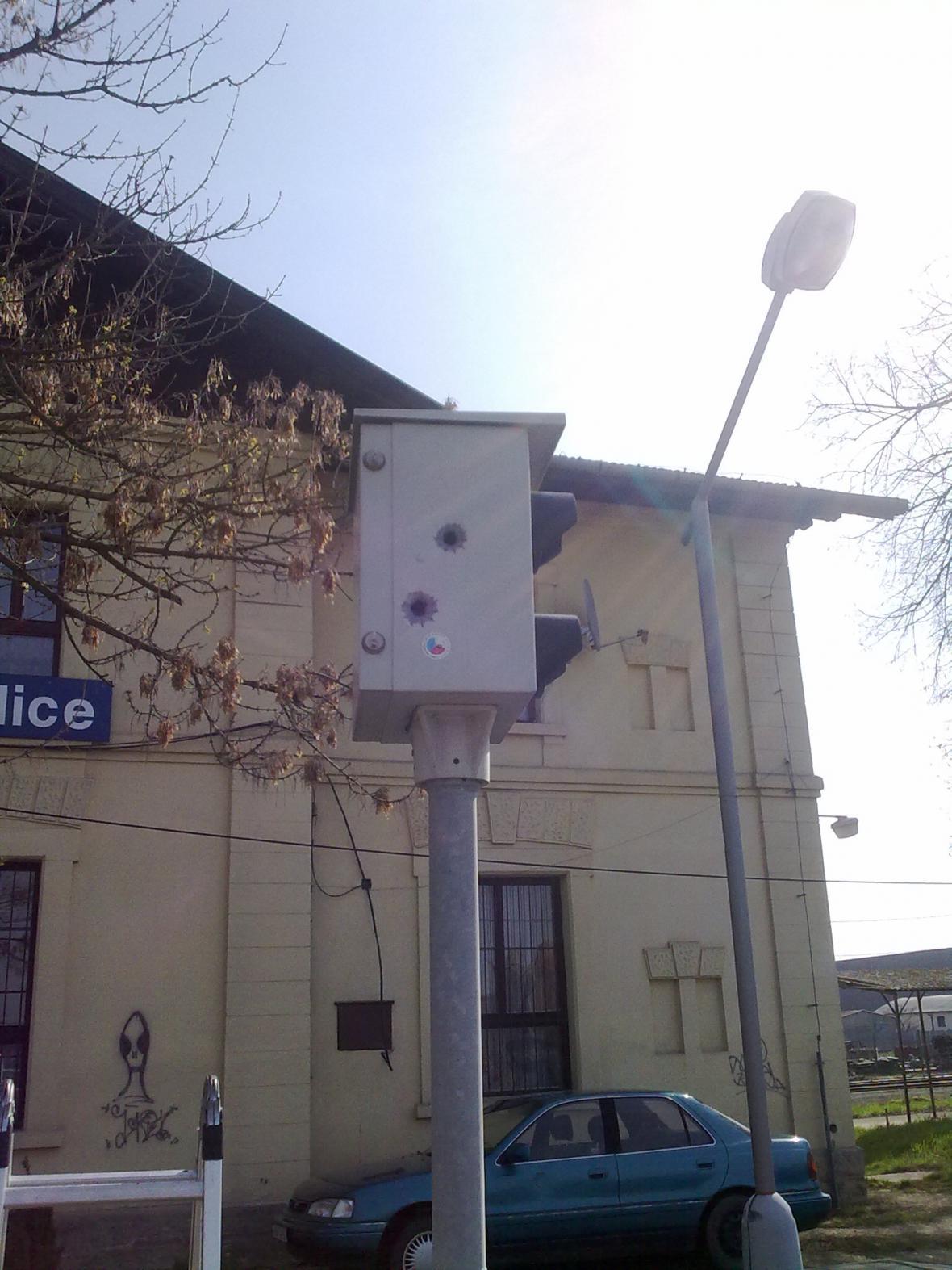 Prostřelený radar na měření rychlosti v Pohořelicích