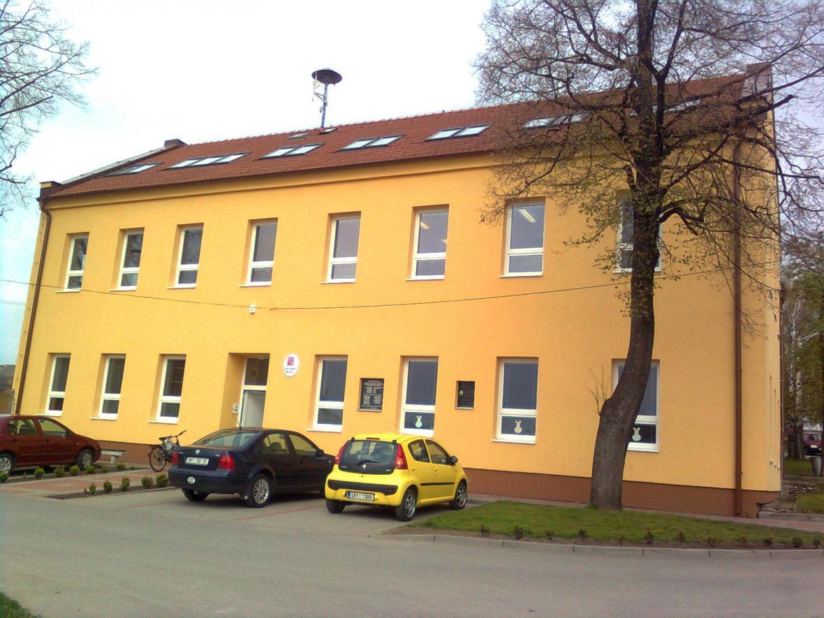 Na pozemku školy v Bořeticích by se mohla nacházet letecká puma