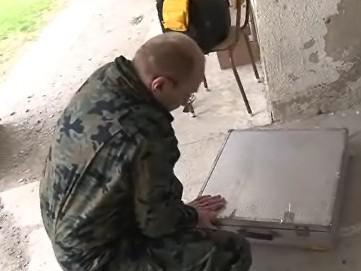 Pyrotechnik při hledání munice