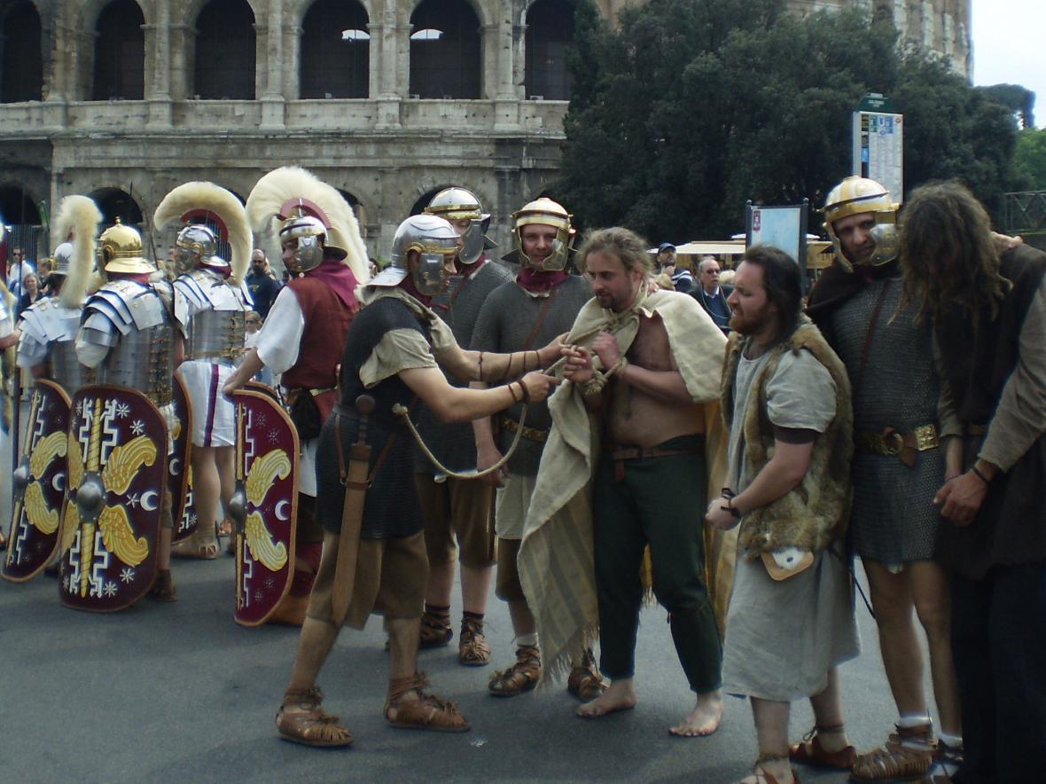 Skupina historického šermu Marcomania jako římští bojovníci