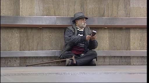 Bezdomovec v brněnském podchodu