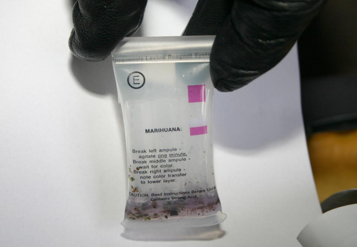 Celníci našli drogy v osobním autě
