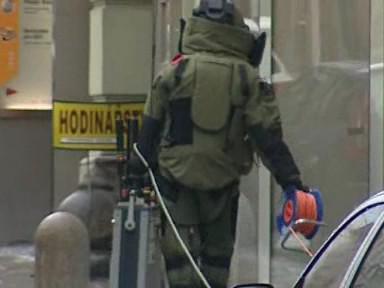 pyrotechnik vyráží na průzkum podezřelého kufříku
