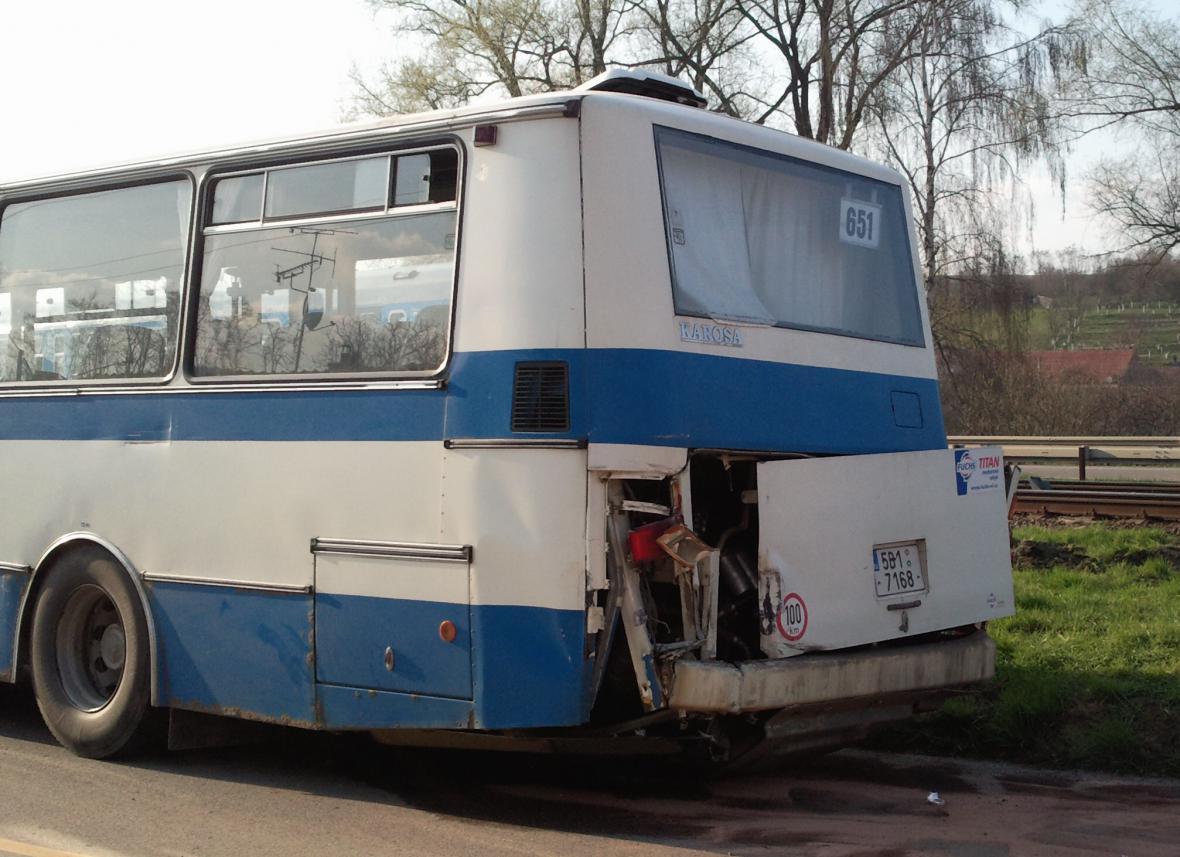 Autobus, který se srazil s vlakem