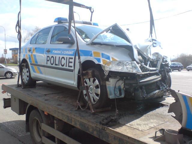 Havarované policejní auto v Brně