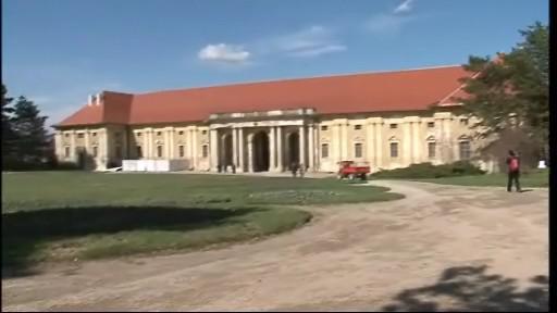 Chátrající jízdárny lednického zámku se dočkají oprav