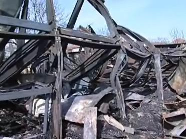 Ruiny po požáru v Tečovicích