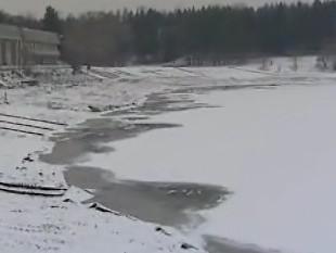 Skupina odborníků kontroluje projekt na čištění přehrady