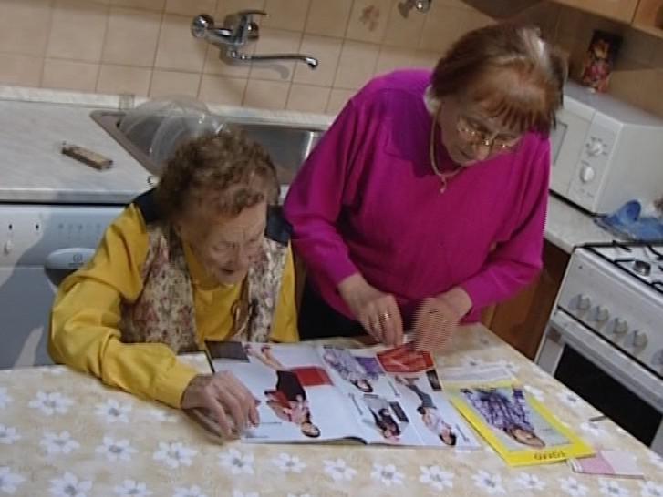 Stošestiletá nejstarší Češka Julie Vašíčková se svou dcerou