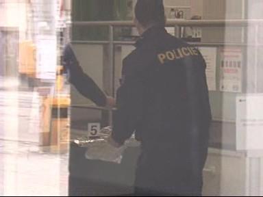 Policisté vyšetřují přepadení banky