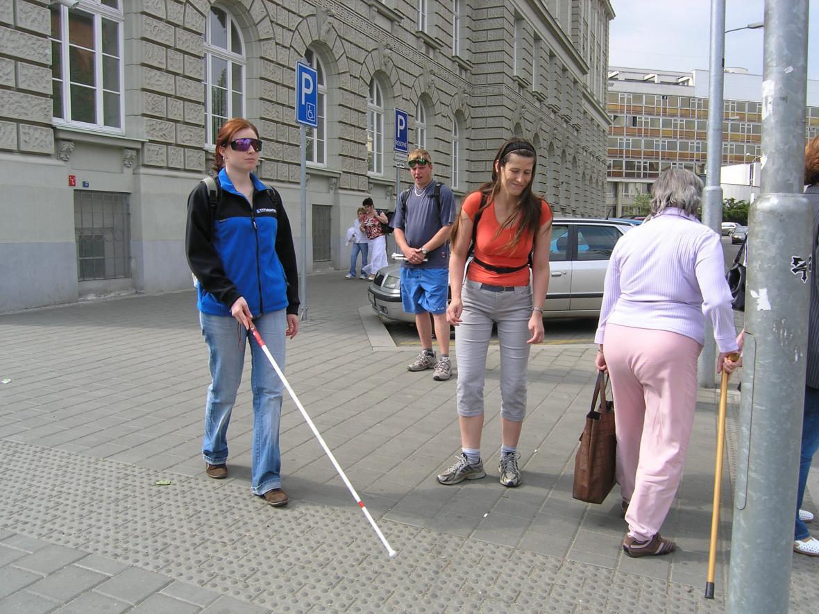 Účastníci kurzu pro průvodce nevidomých