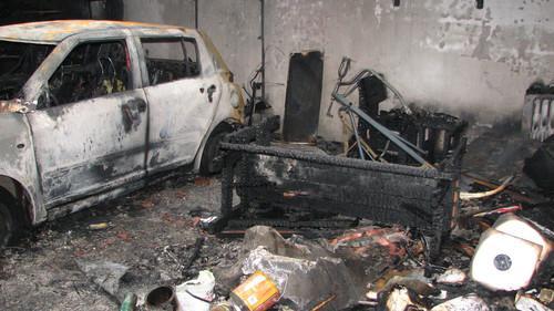 Oheň zničil garáž