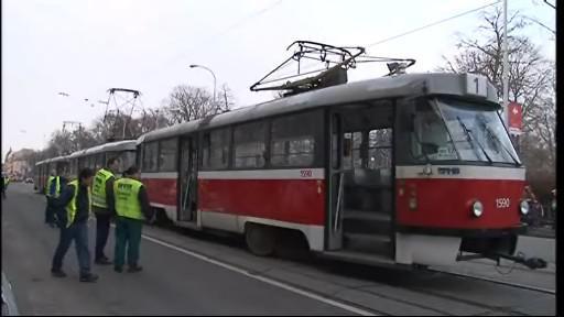 vykolejená tramvaj