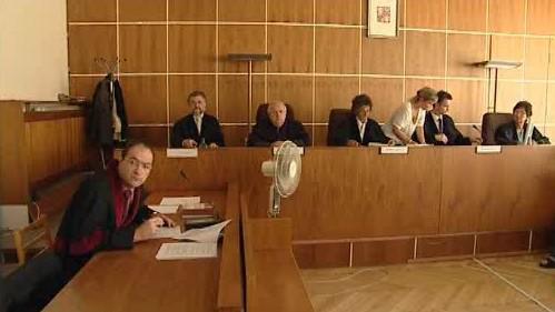 Soud s leasingovými podvodníky