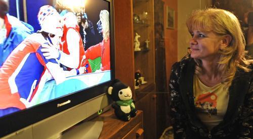 Eva Sáblíková sleduje radost své dcery v televizi