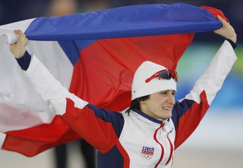 Martina Sáblíková slaví zlatou olympijskou medaili