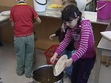Školní jídelny v Brně zřejmě začnou dávat zbylé jídlo bezdomovcům
