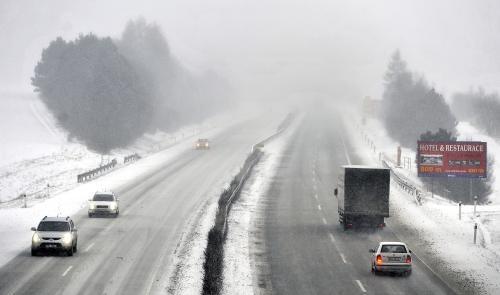 Sněžení zkomplikovalo provoz na D1