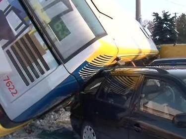 Nehoda linkového autobusu v Brně-Chrlicích
