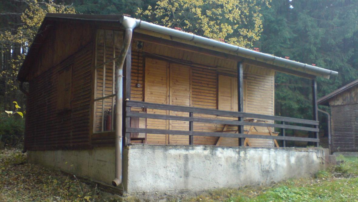 Chata, ze které Lhota u Olešnice udělá obecní úřad