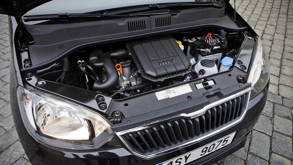 Motorový prostor Škody Citigo v třídveřové verzi s litrovým motorem MPI