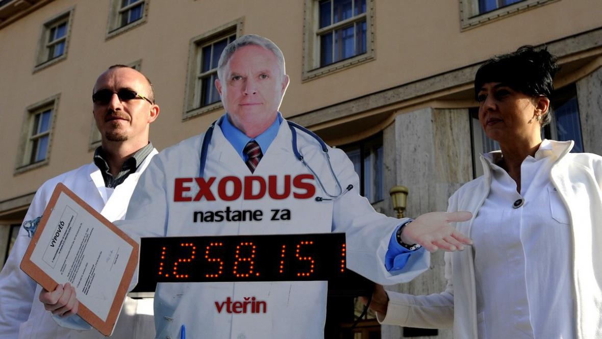 Lékařské odbory odpočítávají Hegerovi čas