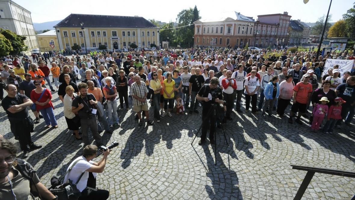 Demonstrace ve Vansdorfu proti vedení města