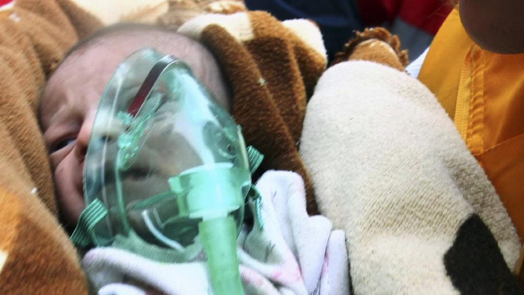 Po 48 hodinách našli záchranáři v troskách miminko