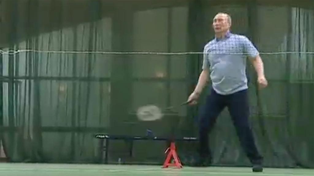 Putin si dal s Medveděvem zápas v badmintonu