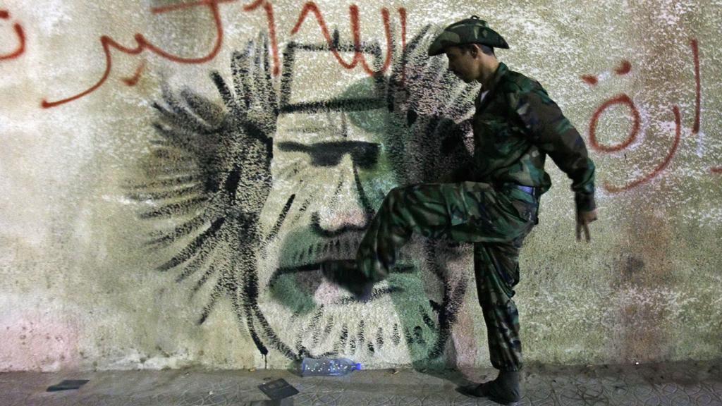 Libyjci slaví smrt Kaddáfího