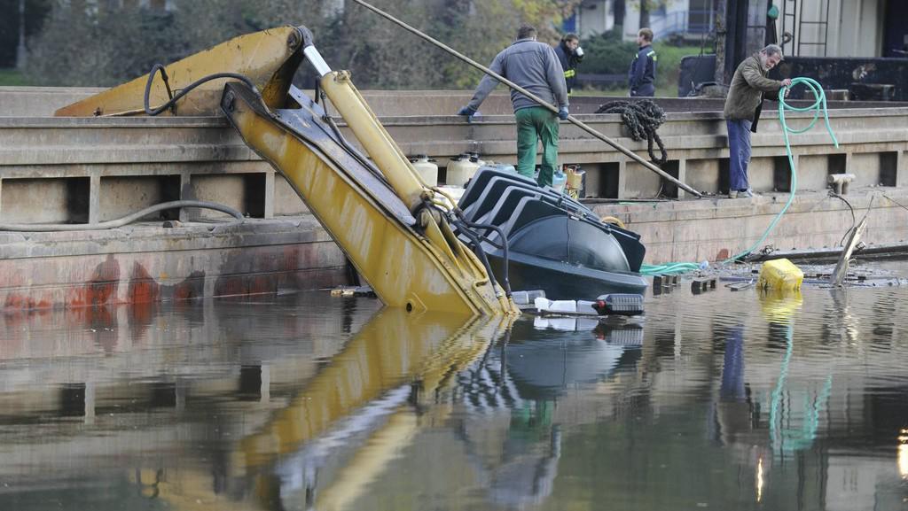 Potopený bagr