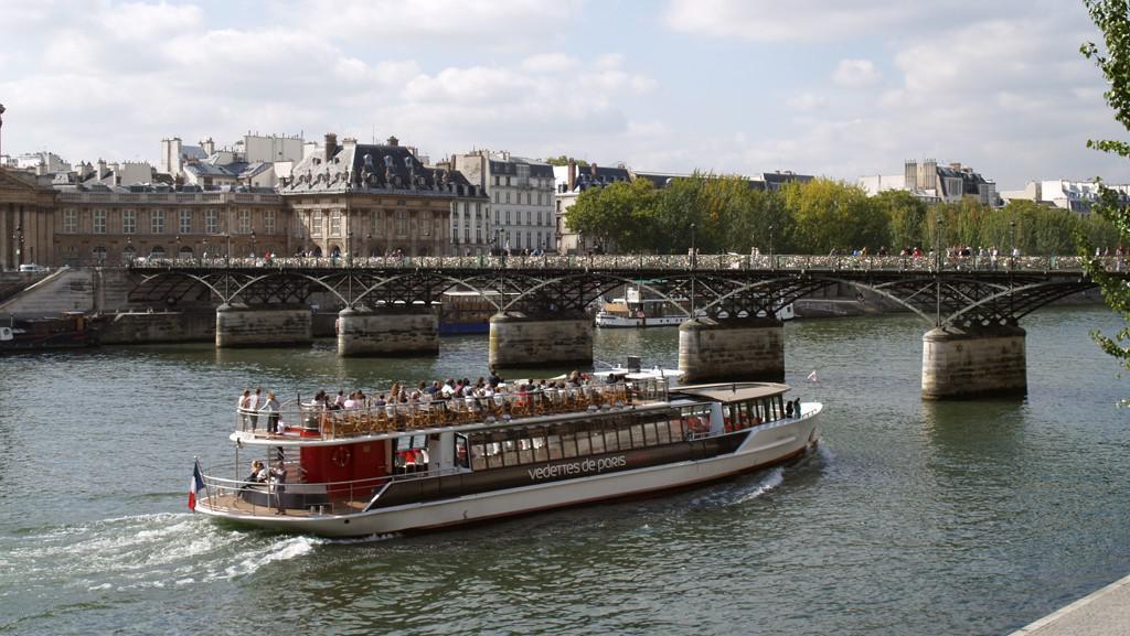 Paříž / lodí po Sieně