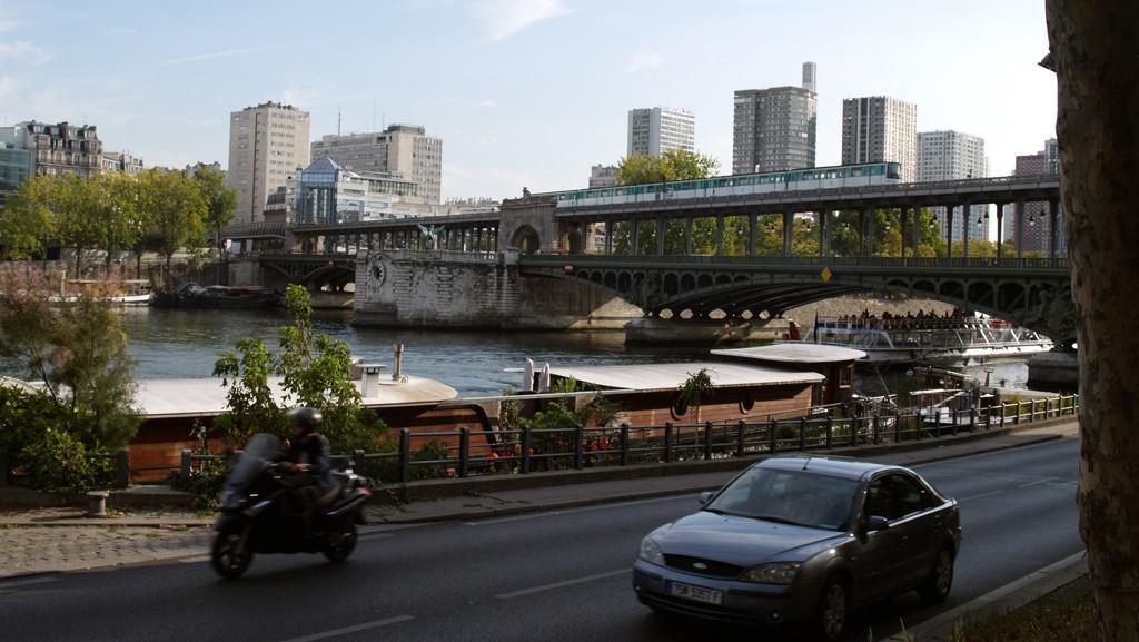 Po Paříži metrem, lodí, motorkou, autem
