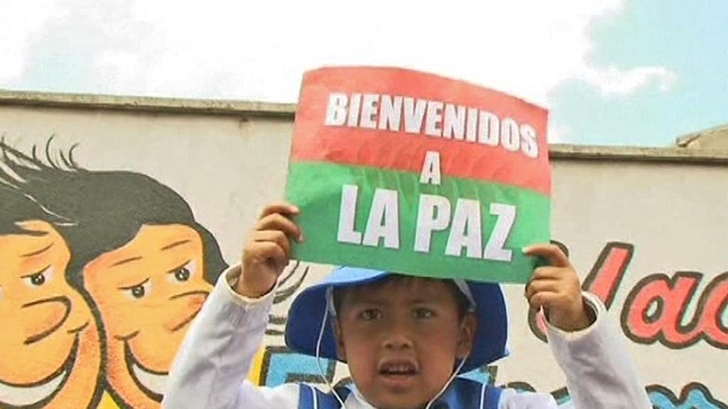 Obyvatelé La Pazu vítají protestní pochod indiánů