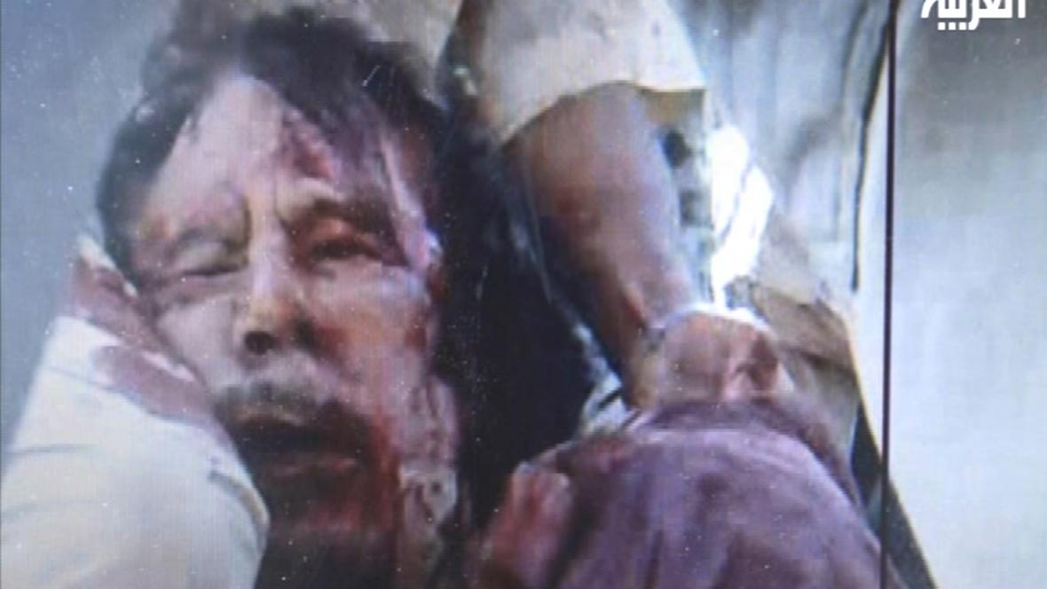 Mrtvý Muammar Kaddáfí
