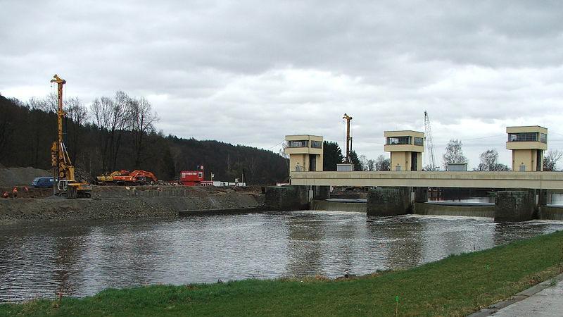 Budování jezu u Hlubové nad Vltavou